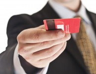 Jak funguje kreditní karta ihned a za jakých podmínek ji můžete získat? A kdy se vyplatí kreditní karta a kdy je lepší klasická půjčka?